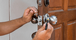 locksmith fixing home door